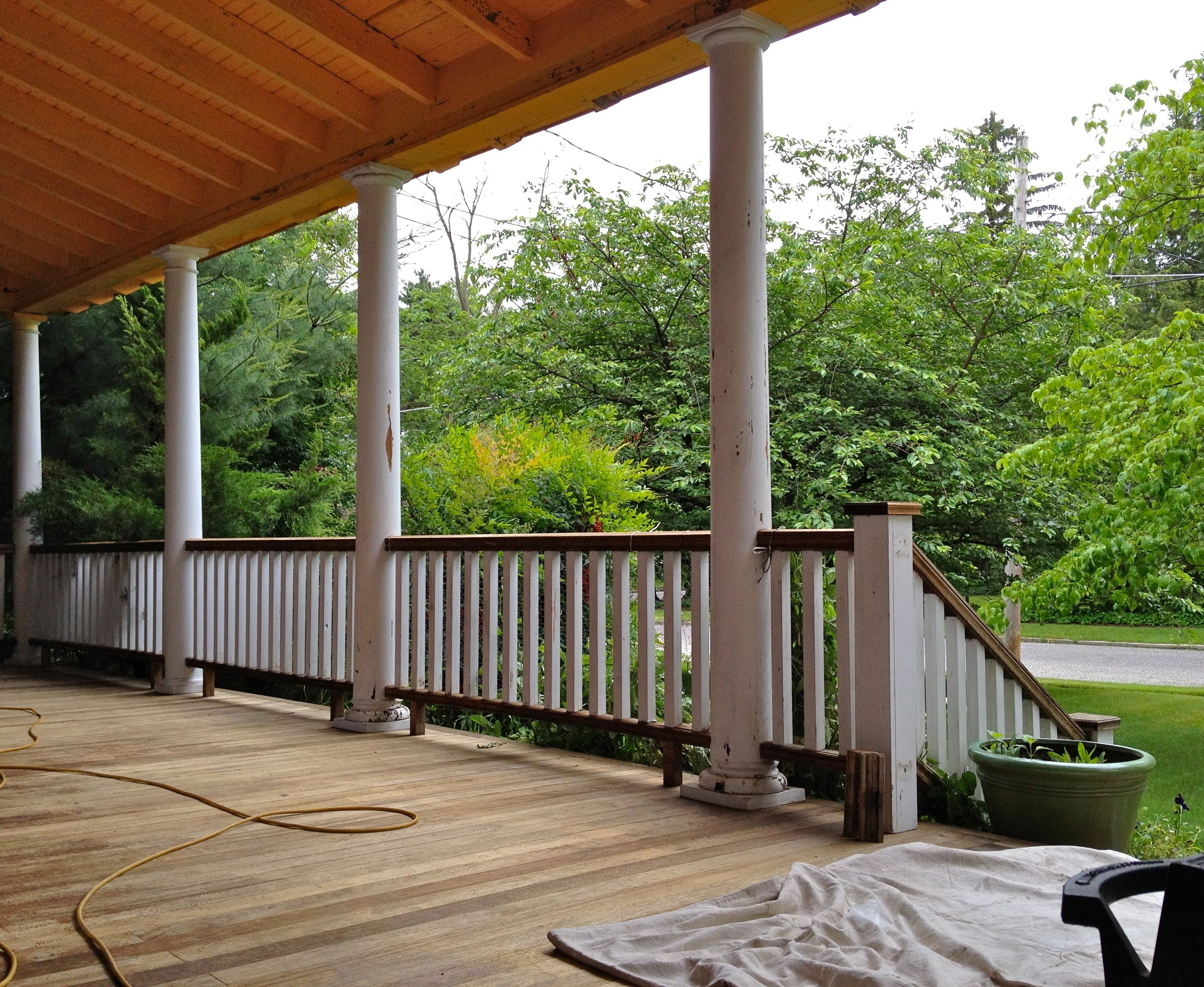 Decorate a black porch railing randolph indoor and - Homes front porch designs pictures ...