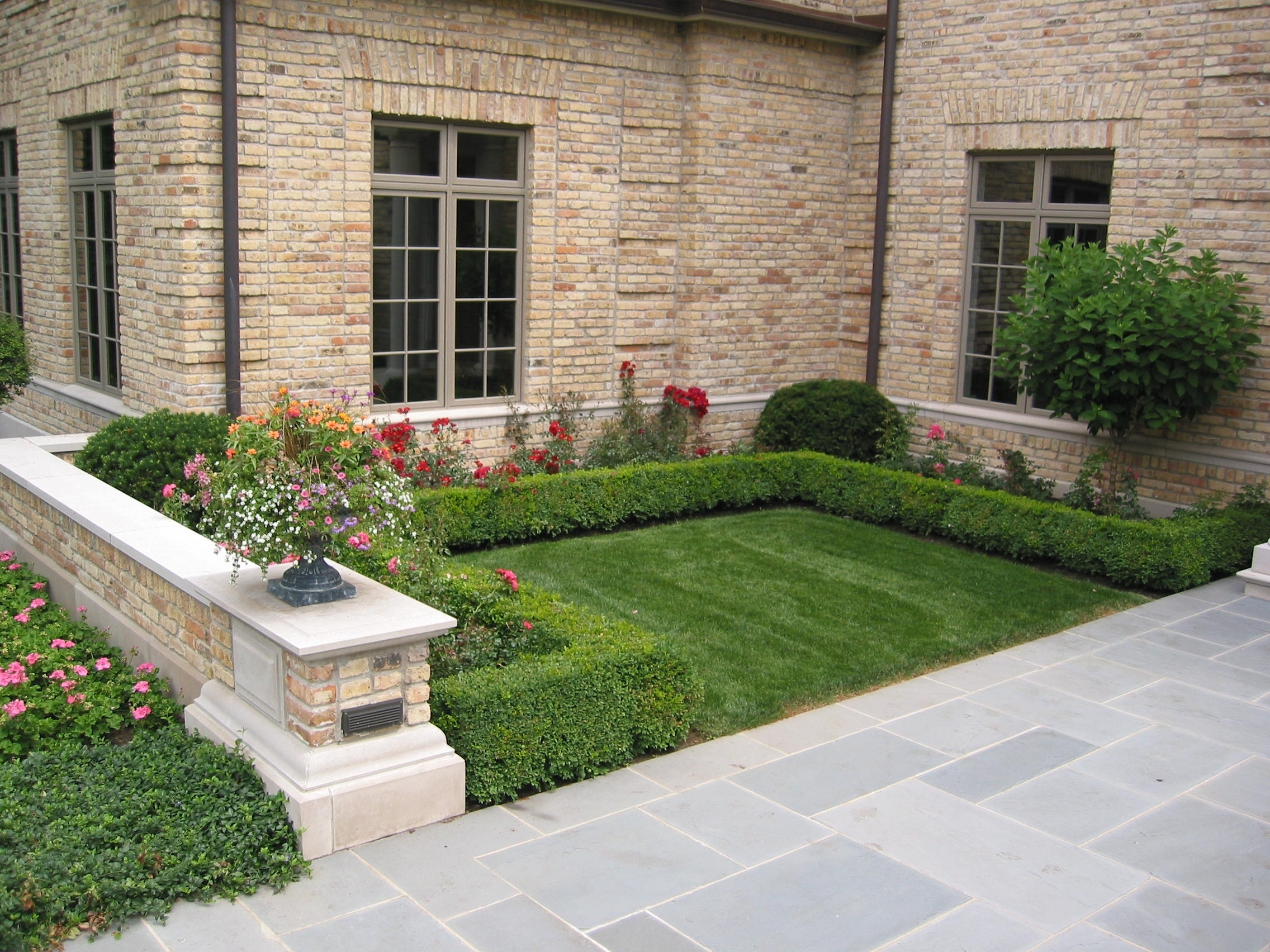 Boxwood And Hydrangea Landscaping