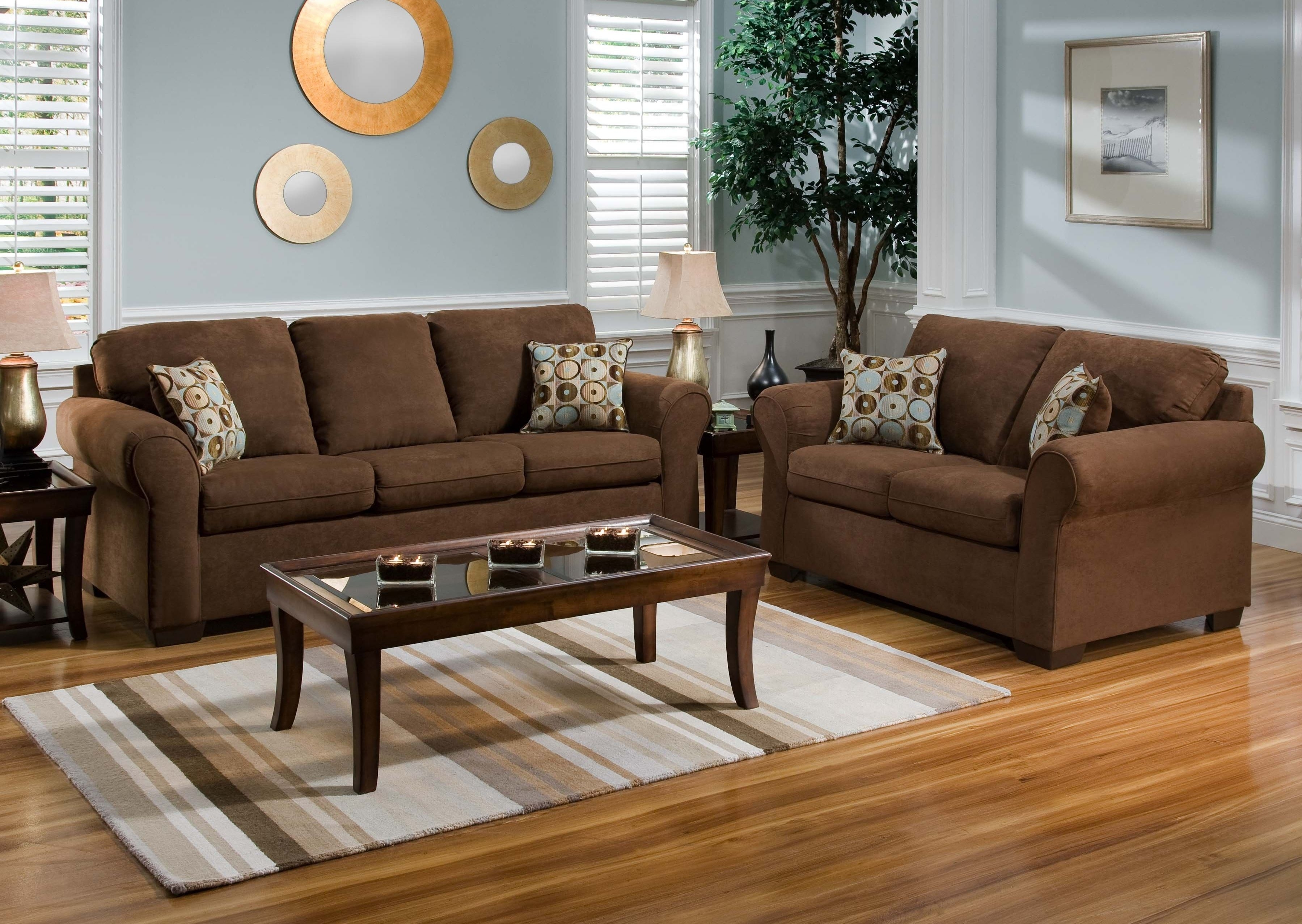 Decor That Looks Good With Saddle Brown Leather Couch